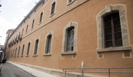 Acaba la restauració d'una façana de la Universitat de Cervera