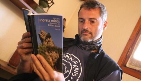 tradicions. Les llegendes populars com les dels Minairons serveixen per transmetre valors i referents culturals de generació en generació.