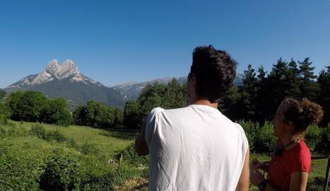 L'actor Joel Joan (imatge) i l'atleta Kilian Jornet visiten aquesta setmana el Pedraforca amb Núria Picas.