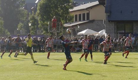 L'Osca va obrir la seua sèrie d'amistosos golejant el Montsó.