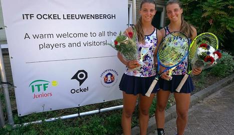 Les germanes Teixidó, després de conquerir el seu primer títol en dobles en el circuit ITF Júnior.
