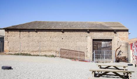 El magatzem de l'escola Santa Creu d'Anglesola.