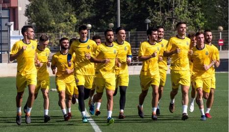 Els jugadors de l'Espanyol B s'exerciten en un entrenament.