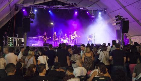 Imatge del concert de Gossos dissabte a la nit al recinte del càmping.