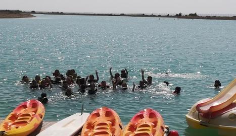 Els assistents van poder participar en diferents activitats aquàtiques durant tot el dia, a més de menjar i disfrutar d'actuacions musicals.
