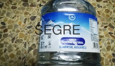 Condis retira garrafes d'aigua embotellada per mal estat