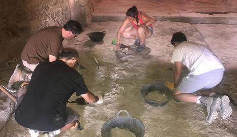 Treballs arqueològics a l'ermita de Sant Jaume de la Granja.