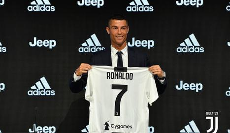 Cristiano Ronaldo va ser presentat ahir com a nou futbolista de la Juventus.