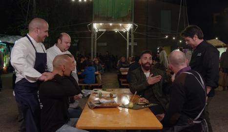 Marc Ribas conversa amb responsables de diversos restaurants.