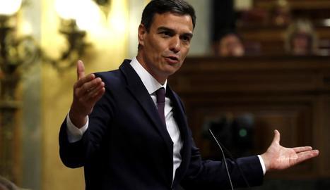 Pedro Sánchez va rebre ahir dures crítiques al seu programa per part de PP i Ciutadans.
