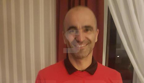Robert Martínez, amb la samarreta commemorativa.