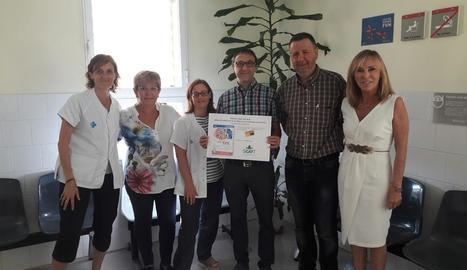 Membres de l'EAP al costat del premi rebut ahir.