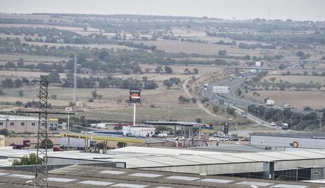 El polígon industrial de la Canaleta, al costat de l'autovia A-2 a Tàrrega.