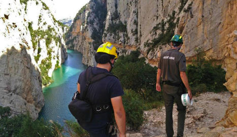 Agents rurals i bombers van tancar els accessos per terra i aigua dimecres a la tarda.