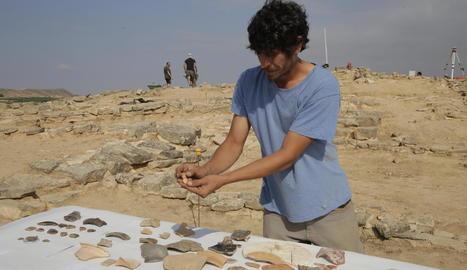 Arqueòlegs treballaven ahir al jaciment del poblat de Gebut, datat entre els segles III i I aC.