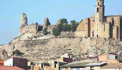 El conjunt monumental de Castelló amb el castell i l'església.
