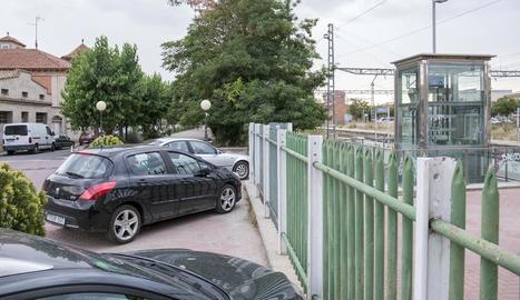 L'actual aparcament al costat de l'estació a Cervera.