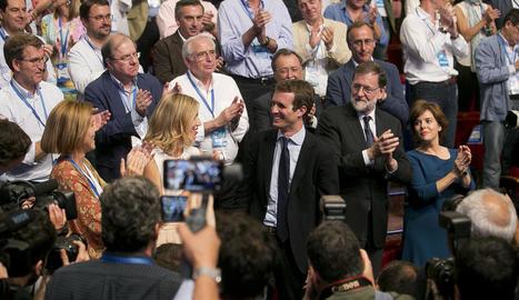 Pablo Casado va ser ovacionat pels assistents al congrés extraordinari del PP després d'obtenir la victòria.