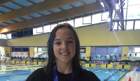 Emma Carrasco, amb la medalla d'or aconseguida ahir en 100 braça.