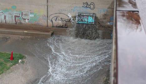 Quejas por el olor de las aguas en la pasarela del Liceu