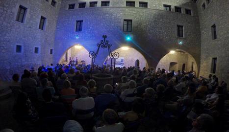 El concert va tenir lloc al castell de la localitat.