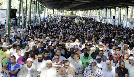 Musulmans lleidatans, el mes de juny passat durant la pregària als Camps Elisis del final del ramadà.