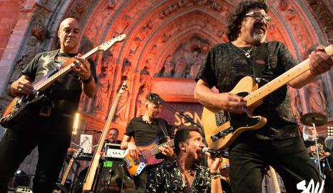 Imatge de la banda SAU30 en un dels seus concerts.
