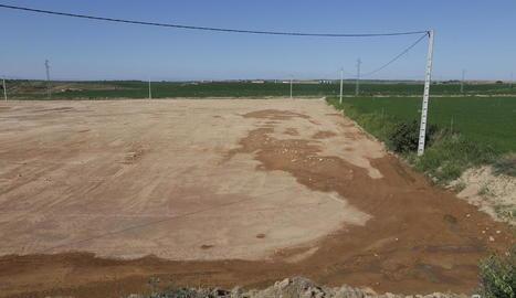 Els terrenys esplanats a prop del canal que acolliran la planta de compostatge.