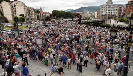 Protesta de pensionistes a Bilbao reclamant la millora de les prestacions.