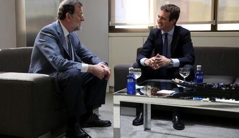 Pablo Casado es va reunir ahir amb Mariano Rajoy a la seu del PP de Madrid.