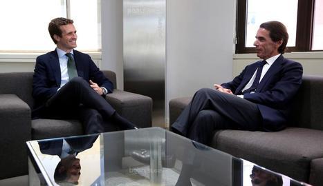 Casado i Aznar, ahir, durant la reunió a la seu del PP.