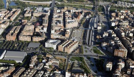 Vista aèria de l'estació de Renfe, on es preveu la construcció d'un centre comercial.