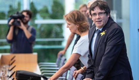Carles Puigdemont, ahir a l'arribar a la roda de premsa que va oferir des d'Alemanya.