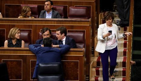 Sáenz de Santamaría passa al costat de Casado, Hernando i Cospedal al Congrés dels Diputats.