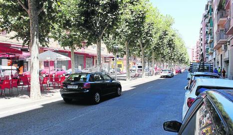 Carril del carrer Doctora Castells en el qual els veïns denuncien l'excés de velocitat.
