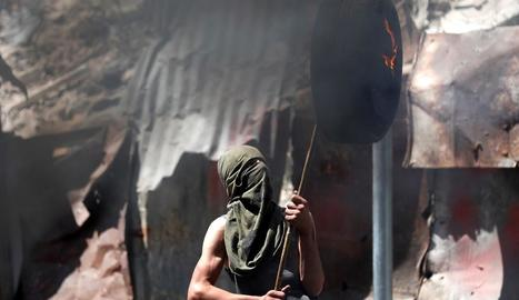 Un jove palestí als enfrontaments d'ahir a Hebron.