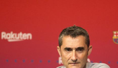 Ernesto Valverde, durant la seua conferència de premsa en una universitat californiana.