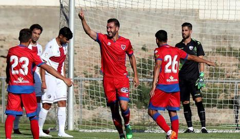 Un jugador del Numància celebra un dels cinc gols.
