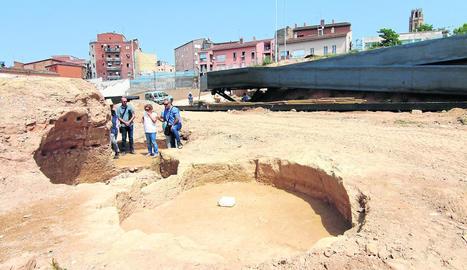 Imatge de la passarel·la amb restes arqueològiques al Call.