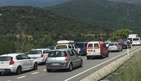 Cues de fins a deu quilòmetres per accedir a Andorra amb cotxe