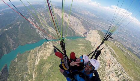 La zona d'Àger, juntament amb Organyà, es troba entre les millors del món per a la pràctica del parapent i altres esports aeris.