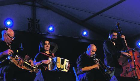 Acordionistes de més d'una dotzena de països diferents es van citar dissabte al concert central de la Trobada, a Arsèguel.