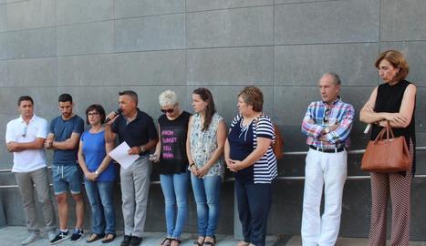 L'alcalde va llegir un manifest de repulsa a la concentració de diumenge a la tarda.