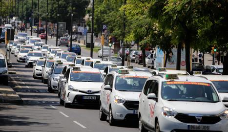 Marcha lenta de los taxistas de Lleida