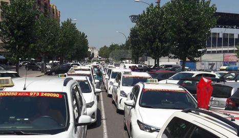 Aturada de 2 hores i marxa lenta dels taxistes avui per la vaga del sector