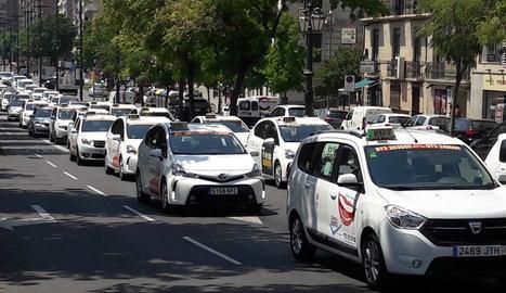 Aturada de 2 hores i marxa lenta dels taxistes de Lleida per la vaga del sector