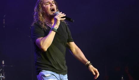 El cantant de Maná, Fher, dilluns a l'actuació a Cap Roig.