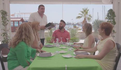 'Joc de cartes estiu' al restaurant de l'Helena i el Xavi, Noves Algues, de Sant Carles de la Ràpita.