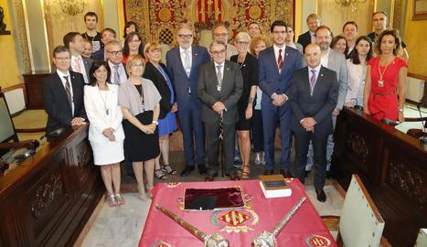 Foto de família de tots els regidors del ple de la Paeria durant aquesta legislatura amb Àngel Ros al centre.
