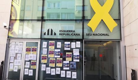 Els CDR protesten davant de la seu d'ERC i exigeixen la desobediència